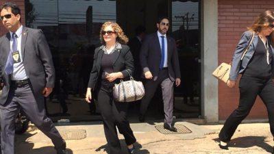 'Absurdo', diz advogado sobre pedido para reter passaportes de distritais