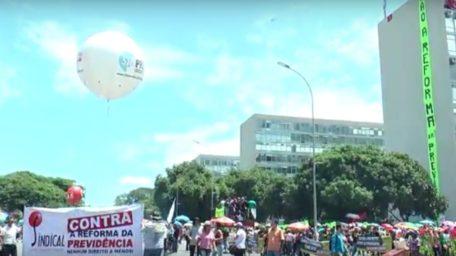 Manifestantes protestam contra reforma da previdência
