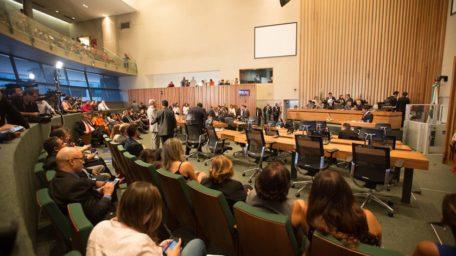 Ministérios públicos cobram explicações à CLDF sobre farra dos crachás