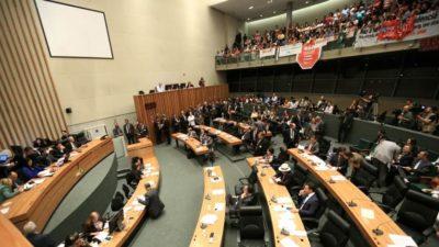 CLDF aprova reforma da Previdência e GDF promete salários integrais