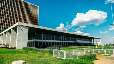 GDF admite erro e desiste de usar dinheiro do Iprev para casamentos comunitários