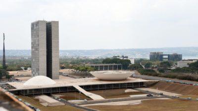 Projeto que prevê demissão de servidor público é debatido no Senado