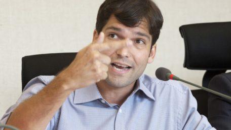 Distrital Robério Negreiros é alvo de operação do MP por suspeita de fraude em folha de ponto