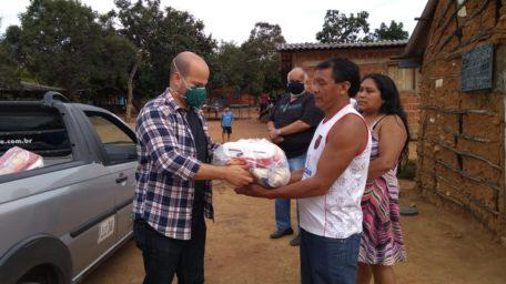 Servidores entregam donativos e cobertores a índios no Noroeste